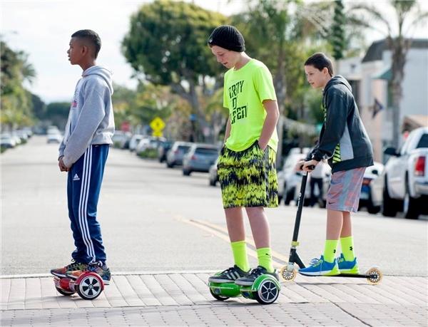 Giới trẻ bị cuốn hút vào thú chơi xe điện cân bằng. (Ảnh: internet)