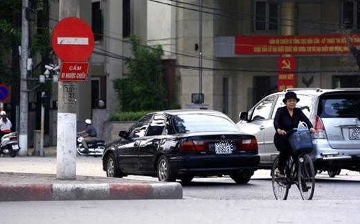 Xe máy đi ngược chiều được thì ô tô vẫn cứ đi bình thường.(Ảnh: Internet)