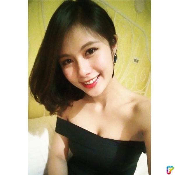Cô nàng là hiện đang sống tại Đài Bắc, Đài Loan.