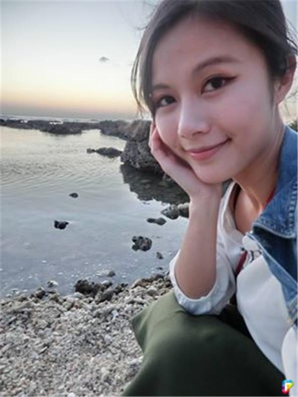Nữ tiếp viên xinh đẹp với nụ cười ngọt ngào đốn tim cộng đồng mạng