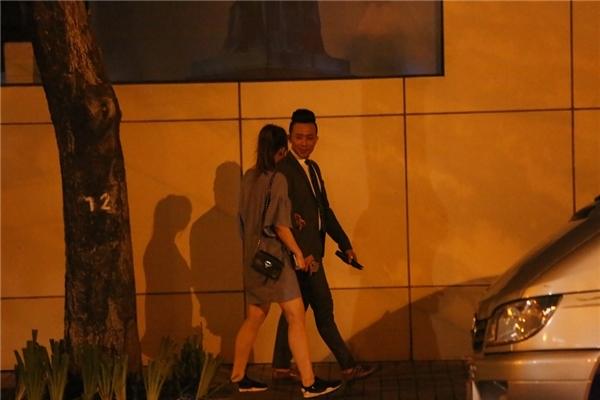 Tối 12/7, Trấn Thành gây sốc khi bí mậtcầu hôn Hari Won tại một nhà hàng sang trọng ở TP. HCM. - Tin sao Viet - Tin tuc sao Viet - Scandal sao Viet - Tin tuc cua Sao - Tin cua Sao