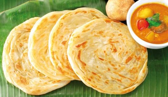 Bánh crepe Roti Prata thường được ăn kèm với súp đậu, cà ri,...(Ảnh: Internet)