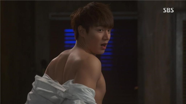 Bạn có thấy cơ thể Lee Min Ho cực kì hấp dẫn không?
