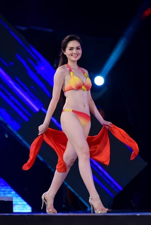 Trần Thị Thu Hiền - SBD 104, cao 1m68, nặng 52kg, số đo bavòng: 86-62-96. Có thể thấy ba vòng của người đẹp chưa cân đối.