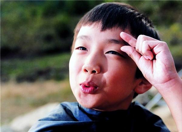 """Yoo Seung Ho lém lỉnh trong """"The way home"""". (Ảnh: Internet)"""
