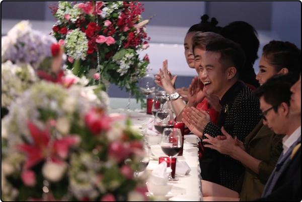 Bàn tiệc của The Face Vietnam 2016 với loạt chướng ngại vật.