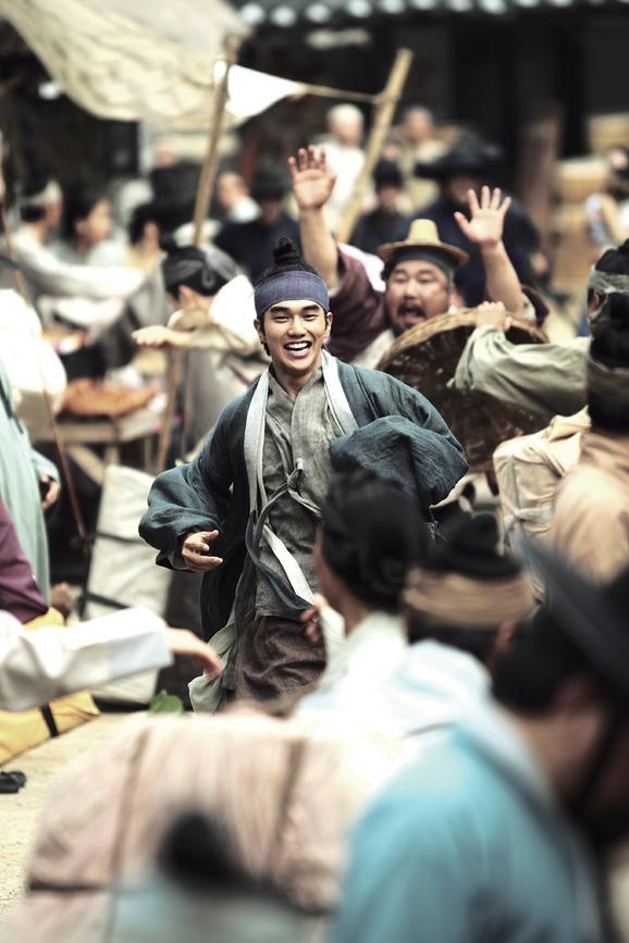 Yoo Seung Ho mong muốn trở thành diễn viên có thể làm người khác hạnh phúc. (Ảnh: Internet)