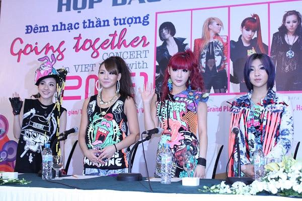 HOT: Fan 2NE1