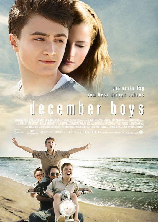 December Boys (2007): Dù biết là photoshop nhưng như thế này thì hơi quá.