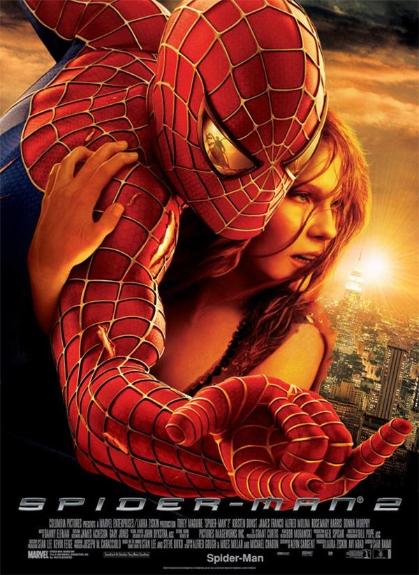 Spider-Man (2002): Cánh tay của Kirsten Dunst hẳn là phải dài dữ lắm mới làm được như thế này.