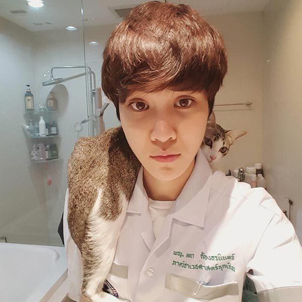 Cô nàng là bác sĩ cấp cứu tại một bệnh viện lớn của Thái Lan.