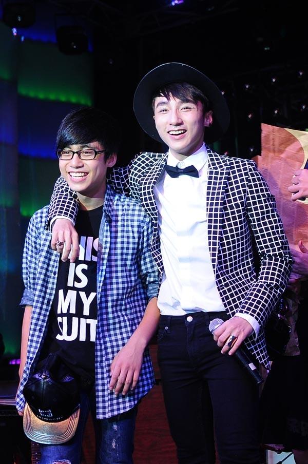 Việt Hoàng thường xuyên góp mặt và biểu diễn tại một số liveshow của anh trai. - Tin sao Viet - Tin tuc sao Viet - Scandal sao Viet - Tin tuc cua Sao - Tin cua Sao