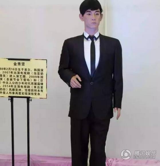 """Loạt sao Hàn """"méo mặt"""" vì thảm họa tượng sáp của chính mình"""