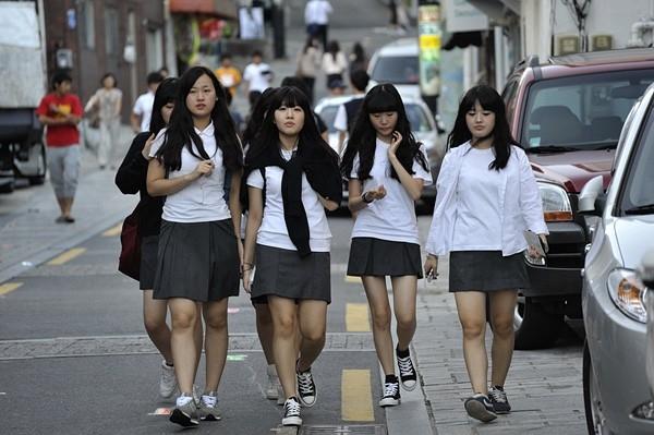 """Những """"đại ca học đường""""thường là những học sinhhọc tập kém,có cơ bắp và họtập hợp với nhau chơi theo nhóm."""