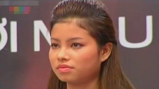 Nhan sắc ngày càng khác lạ của Phạm Hương sau mỗi cuộc thi
