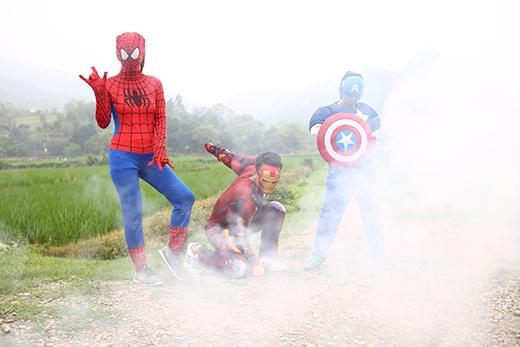 Xuất hiện một cách bất ngờ và ngộ nghĩnh, ba chiến binh đã hóa thân thành ba siêu anh hùng nổi tiếng.