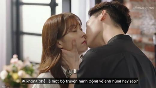 Nụ hôn trong phim mới của Lee Jong Suk khiến fan