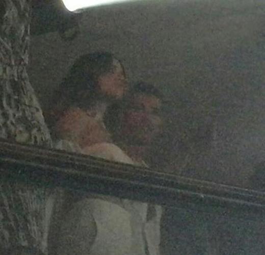 Tấm ảnh chụp lại sự thân mật giữa Ronaldo và Eiza tại Ibiza mới đây (Ảnh: Internet)