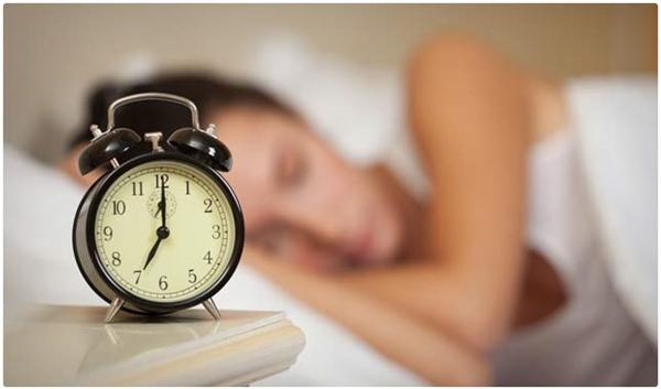 """""""Kể từ tối nay mình sẽ ngủ lúc 11 giờ và đủ 8 tiếng 1 ngày!"""".(Ảnh: Internet)"""