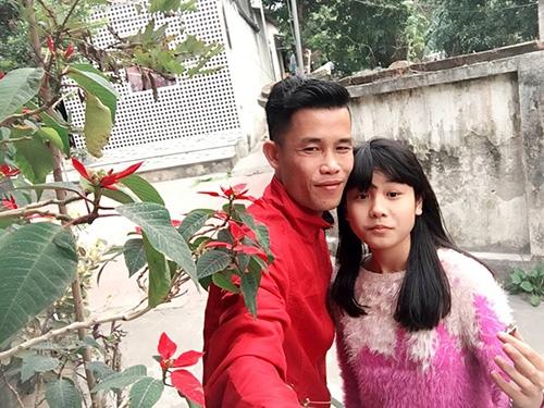 """Năm 2010, sau cuộc hôn nhân ngắn ngủi với vợ hai Thu Trang, Hiệp Gà gần như """"ở ẩn"""" cho đến giữa năm 2014, anh bất ngờ xuất hiện trên một chương trình truyền hình và lên tiếng tiết lộ về cuộc sống """"gà trống nuôi con"""" đầy cô đơn, vất vả của mình. - Tin sao Viet - Tin tuc sao Viet - Scandal sao Viet - Tin tuc cua Sao - Tin cua Sao"""