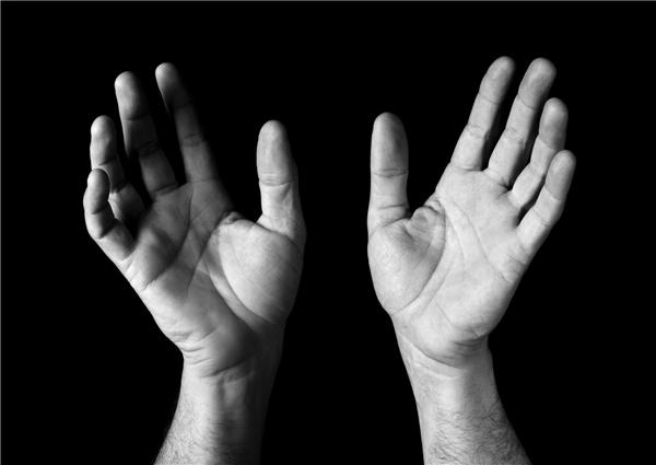 7. Cái gì tay phải cầm được, tay trái không được?(Ảnh Internet)