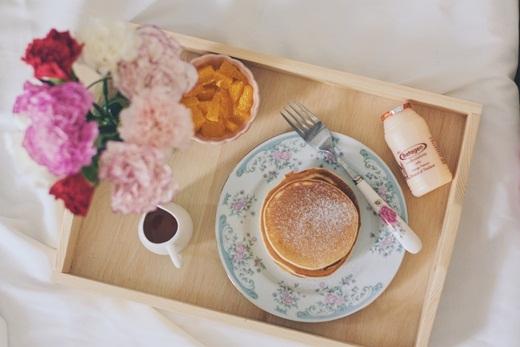 Bữa sáng sang chảnh với sắc cam chủ đạo hứa hẹn một ngày nhiều bất ngờ.