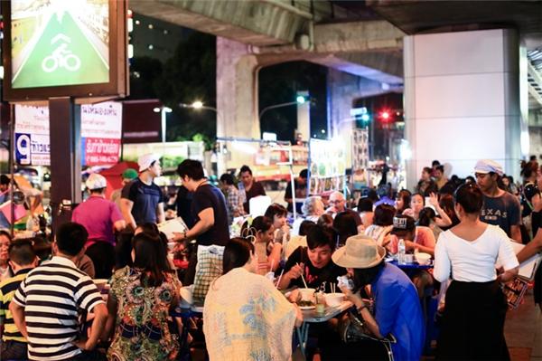 Tiếc ngẩn ngơ trước tin 2 khu chợ đêm nổi tiếng Bangkok sắp đóng cửa
