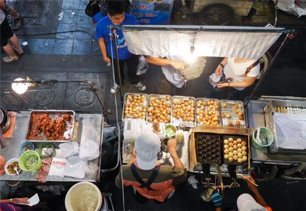 Chính quyền thành phố Bangkok quyết định di dời hai khu chợ đêm này là do cơ sở hạ tầng ở hai nơi này không còn đảm bảo như trước. (Ảnh: Ladyironchef)