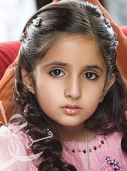 Công chúa Shamma sinh năm 2002 sở hữu đôi mắt to tròn, sống mũi thẳng tắp. Tuy còn nhỏ tuổi nhưng công chúa được rất nhiều người yêu mến và đánh giá là không hề kém cạnh các chị mình.