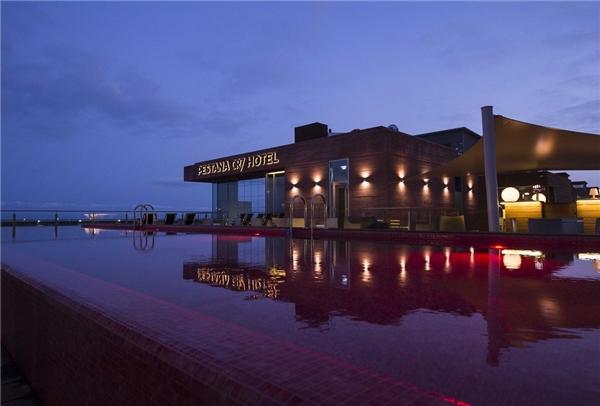Cảnh về đêm của khách sạn Pestana CR7. (Ảnh: internet)