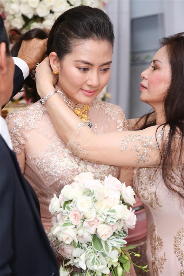 Ngọc Lan ôm mẹ khóc nức nở, lãng mạn khoá môi Thanh Bình - Tin sao Viet - Tin tuc sao Viet - Scandal sao Viet - Tin tuc cua Sao - Tin cua Sao