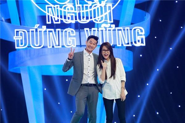 MC dày dạn kinh nghiệm Huy Khánh sẽ đảm nhận vai trò dẫn dắt chương trình. Chính sự bình tĩnh và những lời khuyên của nam diễn viên sẽ giúp người chơi đưa ra những quyết định đúng đắn.