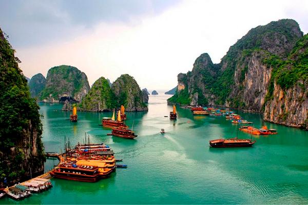 Vịnh Hạ Long ở Việt Nam, 1 trong những di sản văn hóa nổi tiếngthế giới.