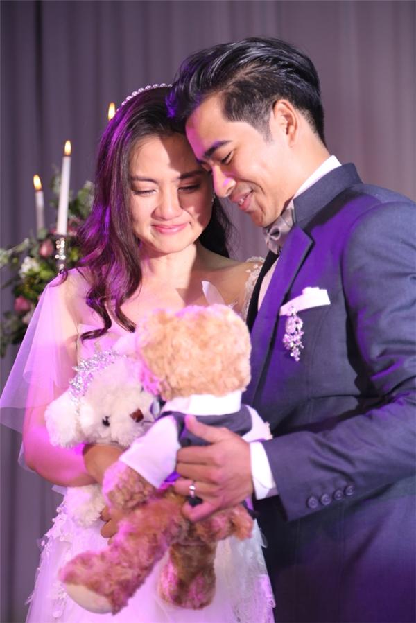 Ngọc Lan hạnh phúc trong vòng tay của vị hôn phu điển trai. - Tin sao Viet - Tin tuc sao Viet - Scandal sao Viet - Tin tuc cua Sao - Tin cua Sao
