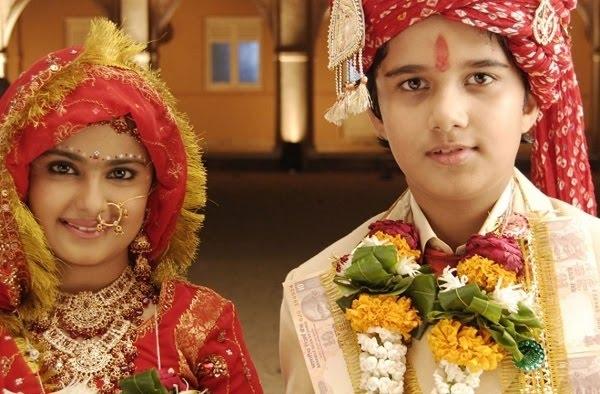 Anandi và Jagdish kết hôn năm 8 tuổi.