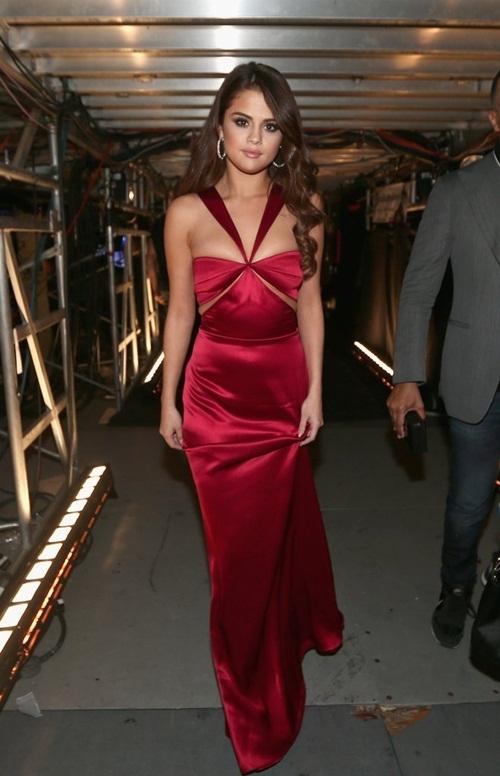 Ngất ngây trước Selena Gomez - mĩ nhân đẹp nhất thế giới nửa đầu 2016