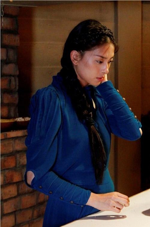 Với vai diễn phức tạp này, NgôThanhVân có cơ hội thể hiện cả 2 hình ảnh - lúc là đả nữ với nhữngpha đánh đấm đẹp mắt, lúc lại là thiếu nữ yểu điệu. Dù vậy, trong bất cứ hình ảnh nào, nhân vật của cô cũng toát lên vẻ đẹp gợi cảm vô cùng cuốn hút. - Tin sao Viet - Tin tuc sao Viet - Scandal sao Viet - Tin tuc cua Sao - Tin cua Sao