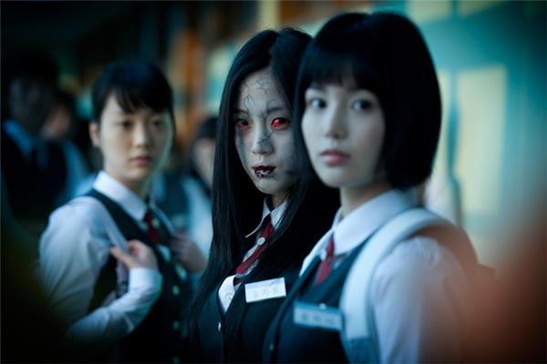 Diễn biến gay cấn, không khí căng như dây đàn và nỗi hoang mang tràn ngập trong Death Bell, bộ phim nhanh chóng ghi tên mình vào danh sách những bộ phim kinh dị thành công nhất, trở thành phim kinh dị Hàn Quốc đầu tiên có hơn 1 triệu lượt xem.