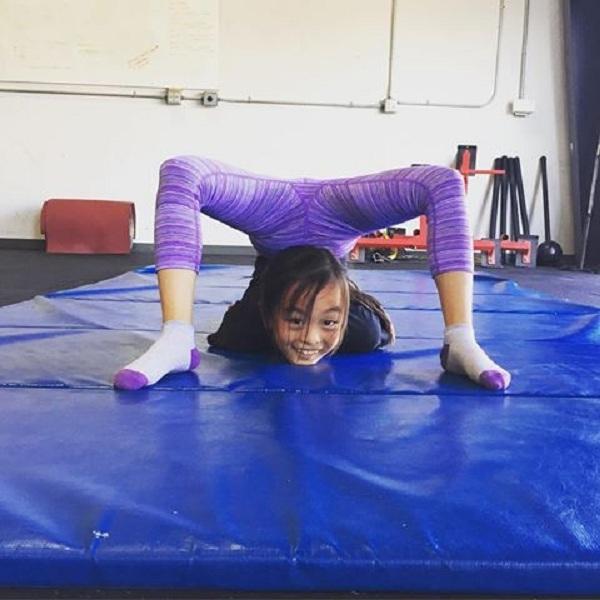 Elle thể hiện rất tốt trong cả môn cử tạ và thể dục dụng cụ.