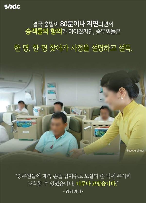 Các hành khách khác rất tức giận nhưng tiếp viên hàng không đã đến chỗ từng người giải thích và xin lỗi.