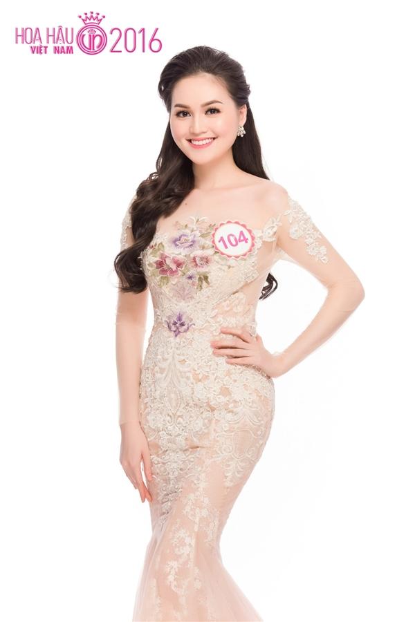 Trần Thị Thu Hiền (SBD 104) gây ấn tượng vả nổi bật với vẻ đẹp trong sáng, gương mặt đậm chất Á Đông và nụ cười rạng rỡ. Cô từng đăng quang trong cuộc thi Miss Ngôi sao 2014. Thu Hiền được nhận xét là nhiều điểm rất giống Hoa hậu Diễm Hương.