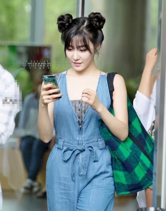 Với kiểu tóc này thì Tiffany trông cực trẻ trung.