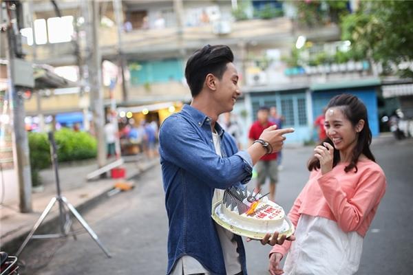 Hiện đoàn làm phim đang tiến hành thực hiện những phân cảnh đầu tiên tại các bối cảnh chính ở Sài Gòn và An Giang. Ê-kíp sản xuất vẫn đang ngày đêm làm việc, không quản ngại vất vả, di chuyển nhiều nơi để thu lại những thước phim đẹp nhất, làm hài lòng người hâm mộ.