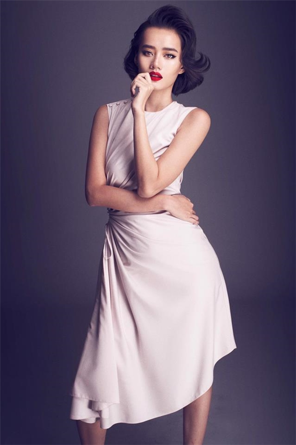 Hai thí sinh bước vào vòng loại là Lê Hàvà Kim Chi. Sau màn trao đổi, Phạm Hương quyết định loại thí sinh đội Lan Khuê và đây là lần thứ ba Hoa hậu Hoàn vũ Việt Nam 2015thẳng tay vớithí sinh của Hoa khôi áo dài 2015.