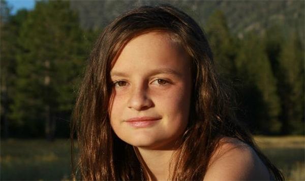 Zoe giờ đã trở thành một thiếu nữ xinh đẹp.
