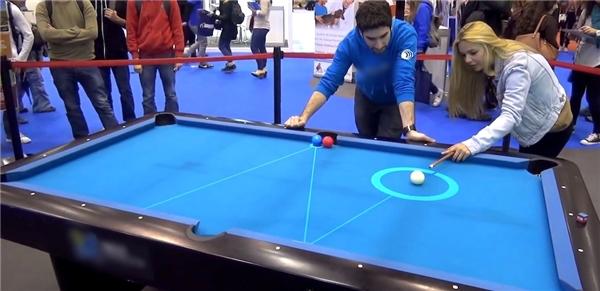 Hệ thống bàn bi-a thông minh mang tên PoolLiveAid. (Ảnh: internet)