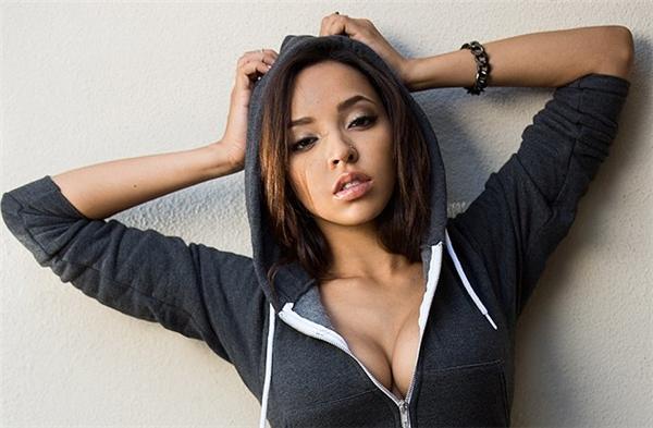 Tinashe có một gương mặt quyến rũ...