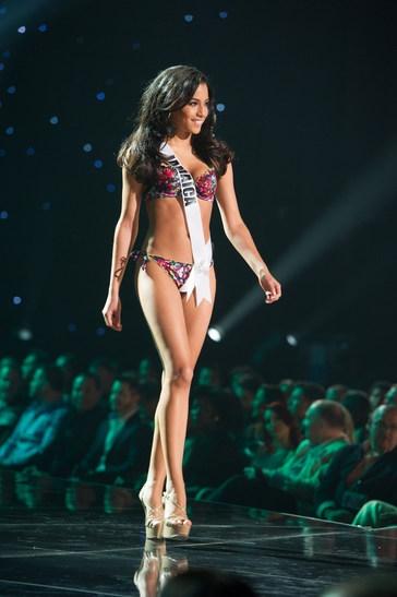 Sharlene đẹp rạng ngời đại diện cho Jamaica tại Hoa hậu hoàn vũ thế giới.