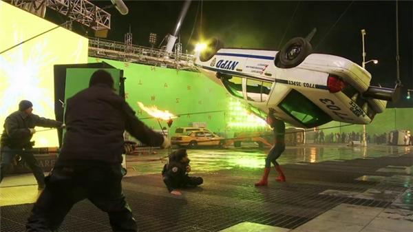 Với Spider Man, Marvel phối hợp thực hiện với Sony Picture và Jerome Chen hoàn thành hơn 300 cảnh kĩxảo. Công việc của họ là nghiên cứu, thực hiện các cảnh khó, như khi Peter Parker biển thành người Nhện, các cảnh va chạm máy bay và các vụ nổ. Kĩxảo cũng kiêm vai trò xây dựng khung cảnh ở New York trong phim trường.