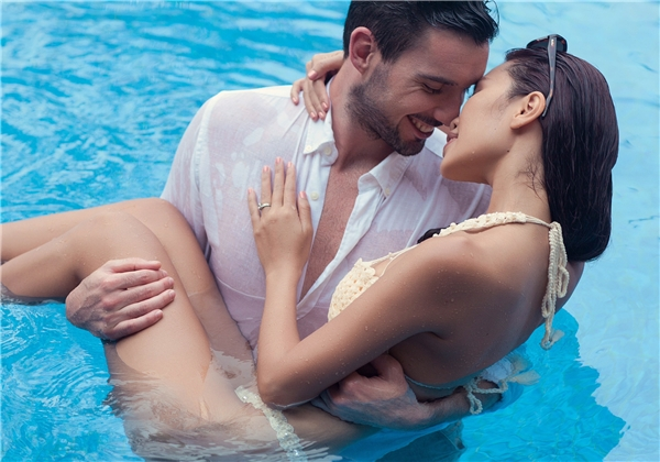 Người xem có thể cảm nhận được sự hạnh phúc tràn đầy chứa chan trong ánh mắt và nụ cười của cặp đôi. - Tin sao Viet - Tin tuc sao Viet - Scandal sao Viet - Tin tuc cua Sao - Tin cua Sao
